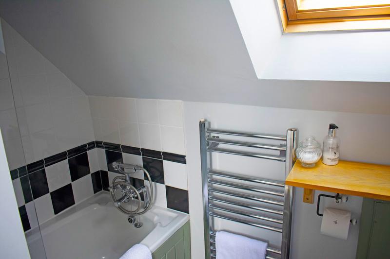 Innisfree Cottage bathroom